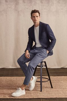 Guy Robinson Inspires in Soft Sartorial Numbers for Lufian Lufian Spring 2019 Menswear Smart Casual Menswear, Smart Casual Outfit, Stylish Mens Outfits, Casual Suit, Casual Outfits, Men Casual, Smart Casual Office Men, Mode Masculine, Business Dress