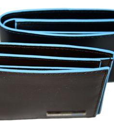 Billetera con monedero en piel azul o marrón, de la marca Piquadro