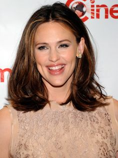 We love the rich, chestnut #brunette spotted on #JenniferGarner - must be that new mommy glow!