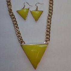Necless set Beautiful yellow and gold chainnecless and earrings no brand new never worn. Accessories