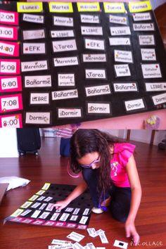 Para que los niños sean exitosos en el colegio y sus actividades extracurriculares, es importante enseñarles a organizarse. A los niños les cuesta entender y dominar el tiempo, para esto hicimos un horario con todas las actividades. Le pusimos cierre mágico para que las actividades se puedan pegar y despegar, y así poder modificar nuestro horario semana a semana. Es bueno que hacer que los niños participen en la creación del horario y explicarles como funciona.