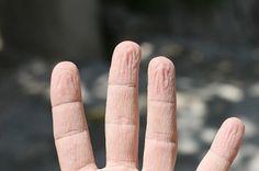 http://annida-online.com/awas-beberapa-kebiasaan-ini-bisa-bikin-kulit-tangan-keriput.html