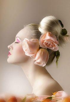 <3 Lady with flowers Flower -- www.fashion.net