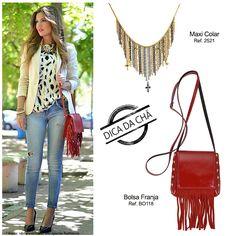 Mini bolsa franja vermelha com maxi colar franja dourada são acessórios que dão um toque  boho ou hippie chic em seu estilo casual.