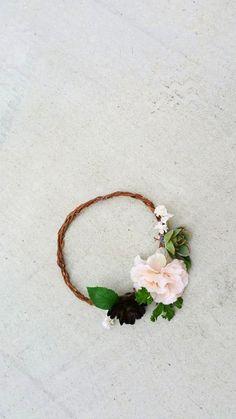 DIY Bohemian Flower Crown.  Planning a rustic wedding for a boho bride?  A DIY…