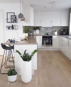31 Beautiful Modern Condo Kitchen Design And Decor Ideas - - Kitchen Room Design, Modern Kitchen Design, Living Room Kitchen, Home Decor Kitchen, Interior Design Kitchen, Home Kitchens, Kitchen Ideas, Small Condo Kitchen, Kitchen Inspiration