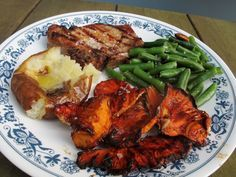 Grilled BBQ Chicken of the Woods Mushrooms (sulfur shelf) Bbc Good Food Recipes, Vegetarian Recipes, Healthy Recipes, Game Recipes, Vegetarian Options, Healthy Eats, Bacon Stuffed Mushrooms, Wild Mushrooms, Mushrooms Recipes