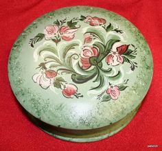 """Norwegian Rosemaling-- 7"""" round box"""