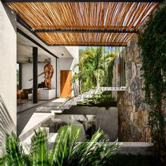 This masterclass in contemporary architecture was developed by Zozaya Arquitectos and is located in the Mexican beach town of Zihuatanejo. Named Casa Z, the stunning beach home is set on a steep slope with breathtaking views over the Pacific Ocean. Home Design, Best Interior Design, Home Interior, Design Ideas, Architecture Design, Contemporary Architecture, Design Exterior, Modern Exterior, Bamboo Screening
