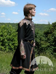 """Another view of the tunic.  Perhaps something like this for Drake? Except not all black. I don't want to hit people over the side of the head and shout """"He's a bad guy! Can't you tell by threat he dresses?!"""""""