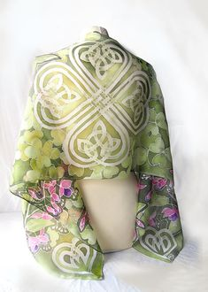 Silk scarf SHAMROCK is a hand painted silk scarves decorated with fuchsia flowers and big white celtic knot on the green shamrock background. This silk