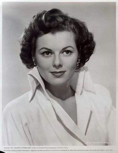 Barbara Hale (born April is an American actress best known for her role as legal secretary Della Street on more than 250 episodes of the long-running Perry Mason television series and later reprising the role in 30 made-for-TV movies. Golden Age Of Hollywood, Hollywood Stars, Classic Hollywood, Old Hollywood, Hollywood Glamour, Classic Tv, Classic Beauty, Classic Movies, Timeless Beauty