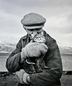 A Remnant of Something That's Past Ismo Hölttö :: Old man with cat, Skibotten, 1967