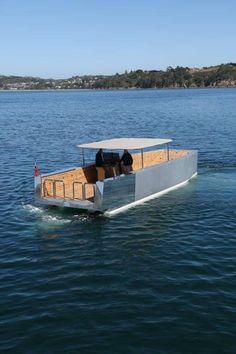 Pontoon/catamaran w/scow hull? Very Interesting idea. Yacht Boat, Pontoon Boat, Yacht Design, Boat Design, Trailerable Houseboats, Power Catamaran, Small Yachts, Deck Boat, Boat Projects