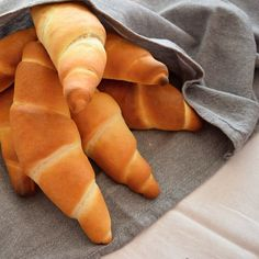 Best homemade rolls- Nejlepší domácí rohlíky If you want really delicious homemade pastries, try this recipe for rolls, taken from the FB group PečemPecen. Homemade Rolls, Homemade Pastries, Pastry Design, Cheese Pastry, Types Of Cakes, Sweet Pastries, Hot Dog Buns, Kitchenaid, Bread