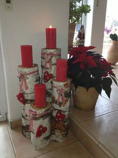 Super cute Christmas candles with hearts display Super cute Christmas candles with hearts display - Best Dekoration Hauseingang Advent Candles, Christmas Candles, Diy Candles, Rustic Christmas, Winter Christmas, All Things Christmas, Christmas Holidays, Christmas Wreaths, Christmas Ornaments
