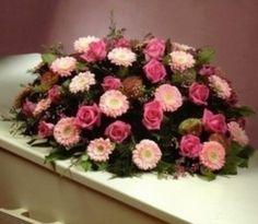 Trouw & Rouwboeket – Kistbedekking Klassiek Roze