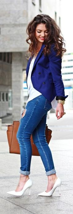 Navy Blue jacket, skinny jeans and heels, so cute! Women's fall fashion clothing street style outfit