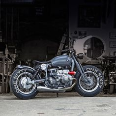 Picture could contain: Motorcycle - coole Mopeds - Motorrad Bmw Bobber, Bike Bmw, Scrambler Motorcycle, Bmw Motorcycles, Vintage Motorcycles, Custom Motorcycles, Custom Bobber, Motorcycle Couple, Retro Motorcycle