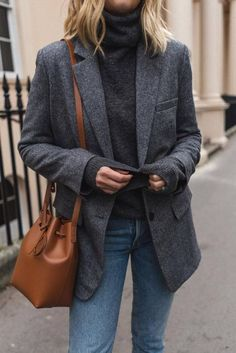 Blazer, street style, outfit, inspiration, bucket bag Blazer outfits with work fashion ideas Street Style Outfits, Mode Outfits, Fall Outfits, Casual Outfits, Fashion Outfits, Holiday Outfits, Outfit Winter, Travel Outfits, Jeans Fashion