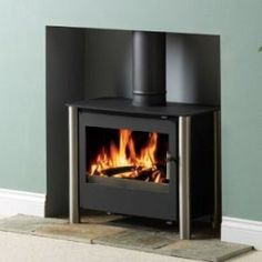 Esse 125 contemporary stove multifuel Modern Wood Burning Stoves, Modern Stoves, Electric Stove, Gas And Electric, Hunter Stoves, Log Burner Living Room, Stoves Cookers, Warehouse Living, Multi Fuel Stove