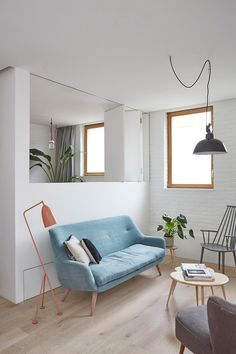 Hutch Design reconfigures Hackney mews to create space-saving family home - Living Room Living Room Styles, Chic Living Room, Living Spaces, Living Rooms, Bedroom Minimalist, Interior Design Minimalist, Light Blue Couches, Mews House, Interior Minimalista