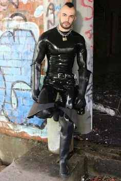 Mode Latex, Latex Men, Gay Outfit, Neck Chain, Leather Pants, Punk, How To Wear, Outfits, Clothes