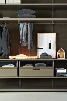Sectional custom walk-in wardrobe GLISS WALK-IN by MOLTENI