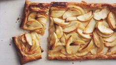 Rustic Apple Tart The store-bought puff pastry crust makes prep time shorter and still produces a quality tart. Tart Recipes, Apple Recipes, Gourmet Recipes, Dessert Recipes, Cooking Recipes, Healthy Recipes, Delicious Desserts, Fruit Dessert, Cooking Time
