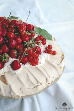 Letná Pavlovovej torta Pavlova Cake, Pavlova Recipe, New Recipes, Cake Recipes, Let Them Eat Cake, Camembert Cheese, Sweets, Baking, Drinks