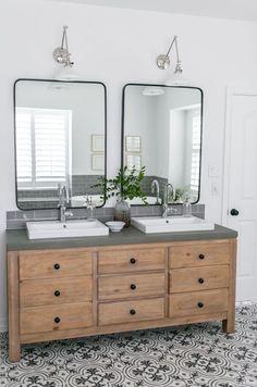 20 fabulous modern farmhouse bathroom vanity ideas - Room a Holic Bathroom Renos, Small Bathroom, Master Bathroom, Bathroom Vanities, Bathroom Bin, Bathroom Renovations, Bathroom Cabinets, Bathroom Vanity Mirrors, Concrete Countertops Bathroom