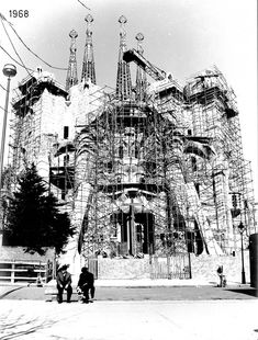 Barcelona Sights, Barcelona Travel, Antonio Gaudi, Travel Abroad, Architecture Details, Barcelona Cathedral, Landscape, Art Drawings, Learning