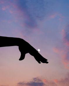 Lân Nguyen joue avec les nuages dans des photomontages très créatifs Photomontage, Photo Ciel, Lan Nguyen, Types Of Aesthetics, Montage Photo, Cute Photography, Vintage Cartoon, Buy Posters, Aesthetic Backgrounds