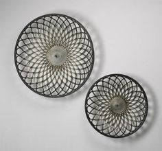 "02008    Round Gold Mesh Wall Art    31.5""(dia) x 7""(ext)    Mystic Gold"