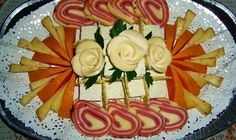 Another bunch of cheese flowers Good Food, Yummy Food, Fun Food, Delicious Recipes, Cold Appetizers, Party Trays, Food Decoration, Decorations, Plate Crafts
