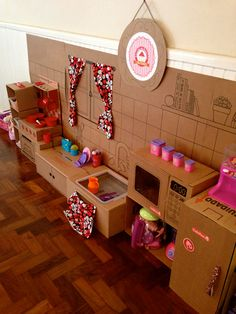 Recycled Cardboard Box Crafts For Kids - Kids Art & Craft Cardboard Kitchen, Recycle Cardboard Box, Cardboard Box Crafts, Cardboard Toys, Cardboard Furniture, Barbie Furniture, Kids Crafts, Projects For Kids, Diy For Kids