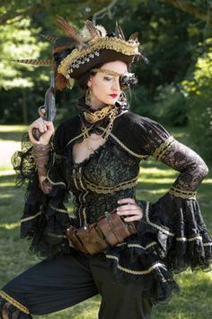 cosplay steam punk for plus size girls Steampunk Cosplay, Viktorianischer Steampunk, Steampunk Clothing, Steampunk Fashion, Gothic Fashion, Steam Punk, Steam Girl, Steampunk Couture, Pirate Woman