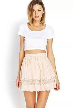 Blusa corta blanca y falda rosita