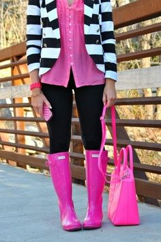 Hunter boots hot pink, black and white! I LOVE this outfit. Ordering the boots right now!!!