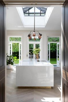 House tour: the London family home with a hidden pool - kitchen lights . - House tour: the London family at home with a hidden pool – kitchen lighting - House, Home And Family, Interior Design Kitchen, London House, House Interior, House Tours, Hidden Pool, Interior Design, Kitchen Design
