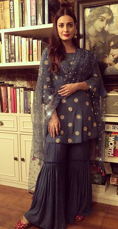 #pintrest@Dixna deol Party Wear Indian Dresses, Pakistani Bridal Dresses, Gharara Designs, Eastern Dresses, Heavy Dresses, Shadi Dresses, Indian Designer Suits, Gowns For Girls, Designs For Dresses