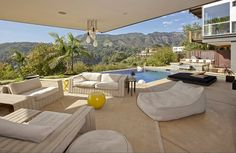 In news guaranteed to make anyone over 22 feel grumpy and confused, pop star Justin Bieber is supposedly buying the crazy Hollywood Hills house that Ashton Kutcher has been renting, according to. Outdoor Seating Areas, Outdoor Spaces, Outdoor Living, Outdoor Lounge, Indoor Outdoor, Justin Bieber House, Hollywood Hills Homes, Hollywood Sign, Celebrity Houses