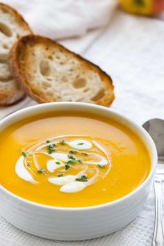 Nothing warms you up like a delicious and hearty bowl of butternut squash soup. These butternut squash soup recipes are just the thing to make on a cold fall night. Butternut Squash Soup Slow Cooker Recipe, Butternut Soup, Slow Cooker Soup, Healthy Soup Recipes, Great Recipes, Healthy Snacks, Cooker Recipes, Crockpot Recipes, Treats