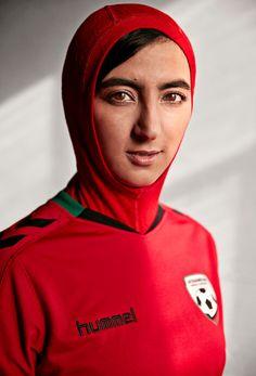 Hummel lance le premier maillot hijab pour la sélection afghane de football | Pop & Sport