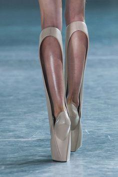 Iris Van Herpen at Paris Fashion Week Fall 2014 - StyleBistro How cool are these #parisfahionweek