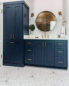 Amazing DIY Bathroom Ideas, Bathroom Decor, Bathroom Remodel and Bathroom Projects to simply help inspire your master bathroom dreams and goals. Gold Bathroom, Bathroom Renos, Bathroom Renovations, Home Remodeling, Bathroom Ideas, Bathroom Organization, Bathroom Cabinets, Bath Ideas, Shower Ideas