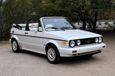 Bid for the chance to own a 1989 Volkswagen Cabriolet Boutique Edition at auction with Bring a Trailer, the home of the best vintage and classic cars online. Golf 1 Cabriolet, Vw Golf Cabrio, Cacher Cable Tv, Volkswagen Convertible, Alfa Romeo Cars, Car Goals, Mazda Miata, Audi Tt, Classic Cars Online