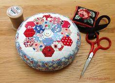 Mini Hexagon Pincushion - Grandmother's Flower Garden English Paper Piecing Patchwork Tutorial