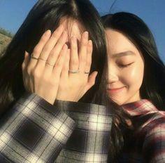 ulzzang best friends discovered by ˗ˏˋ 𝓈𝓃𝑒𝒽𝒶┊͙ˎˊ˗ Bff Girls, Girls In Love, Ulzzang Korean Girl, Ulzzang Couple, Girl Pictures, Friend Pictures, Korean Girlfriend, Korean Best Friends, Girl Friendship