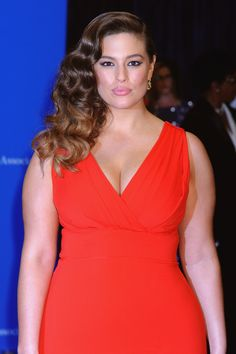 Ashley Graham's workout routine will give you all the motivation to hit the gym. The model posted a video on Instagram of her grueling workout sessions.